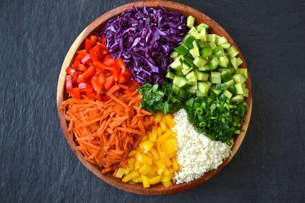 Bol con verduras coloridas