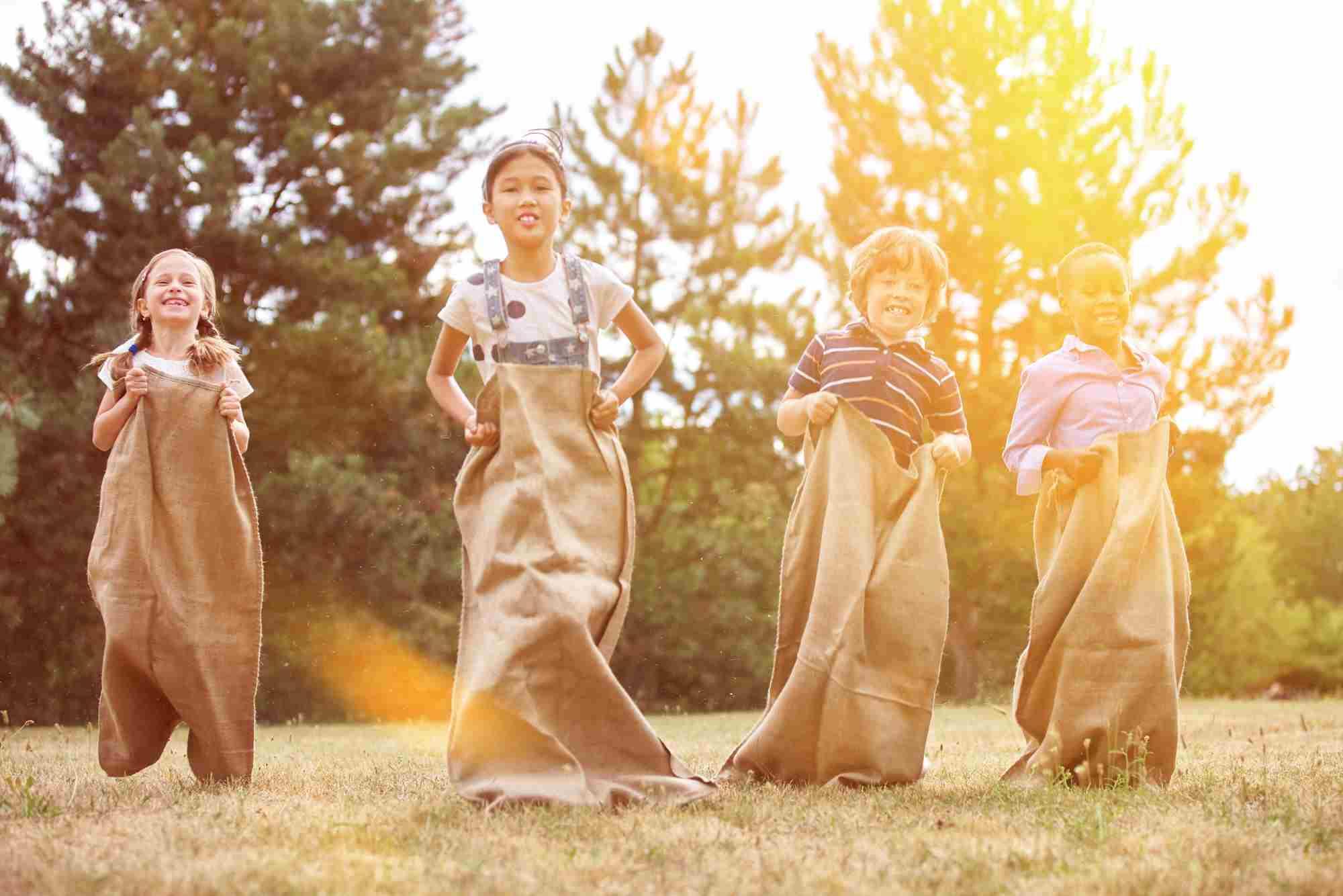 carrera infantil de sacos