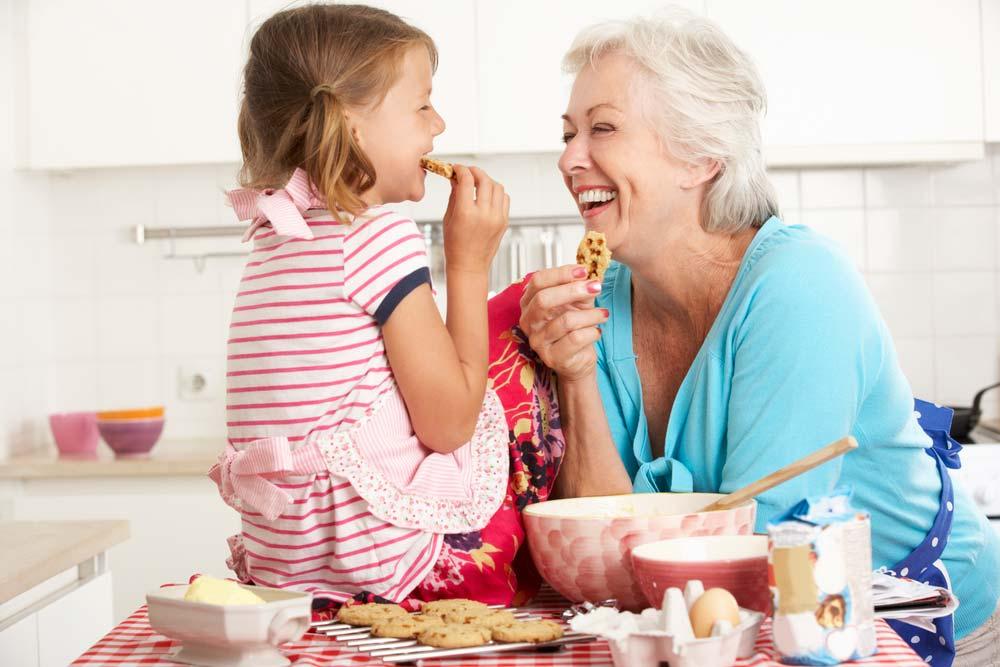 Resultado de imagen de imagenes de meriendas con nietos y abuela en el casa de pueblo
